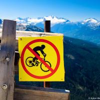 Если зимой здесь ездят только лыжники и сноубордисты, то летом нет отбоя от велосипедистов.