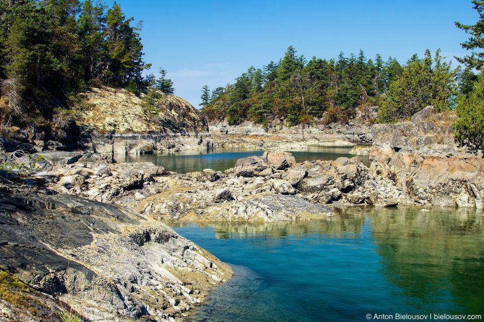 Smugglers Cove — Контрабандистская бухта — В этой бухте и правда прятались контрабандисты во времена сухого закона.