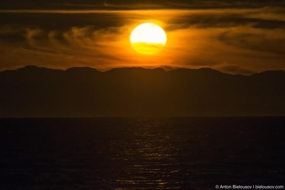 Sunshine Coast, BC: закат на Солнечном побережье не разочаровал.