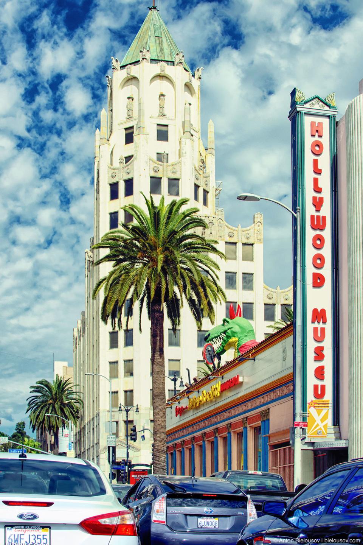 Одна из центральных улиц Голливуда. Суббота, Подлень. Пробки.
