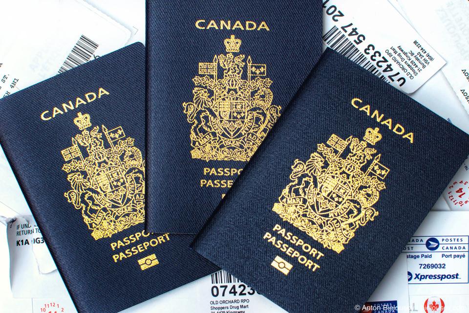 Три новых канадских паспорта