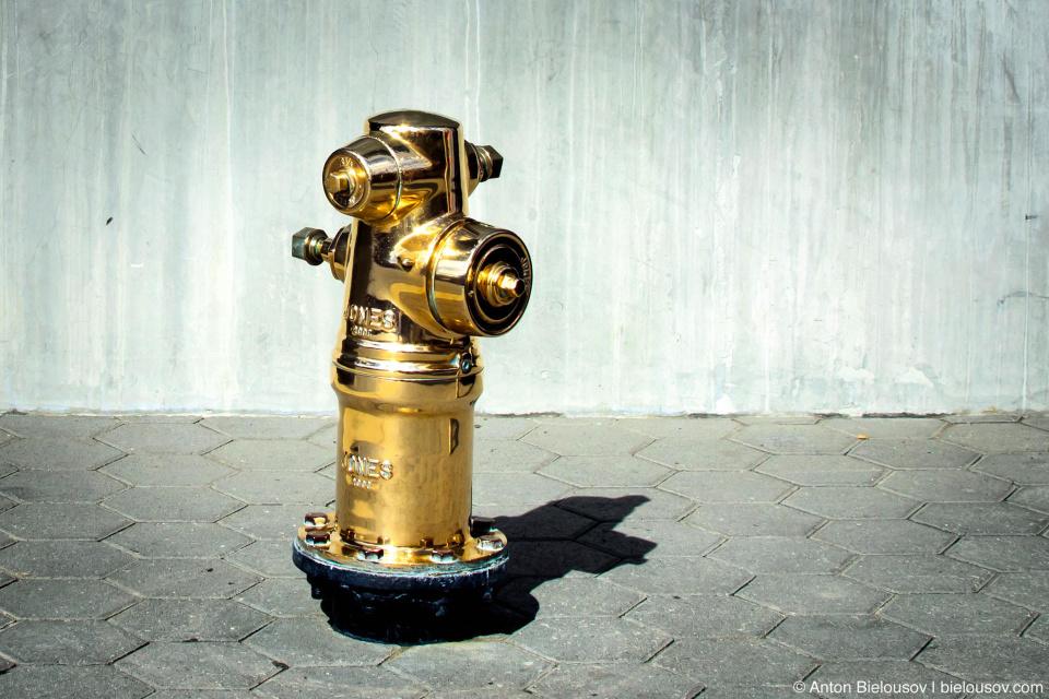 Золотой пожарный гидрант — Universal Studios (Hollywood, CA)