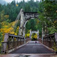 Мост Александры находится прямо на Транс-канадском шоссе в 40 км от города Хоуп. Мост был возведен в рамках проекта строительства дороги Карибу (Cariboo Road) в 1861 году, что по меркам Британской Колумбии — почти как в средние века.  Полное название моста в то время было МостАлександры, Принцессы Уэльской.