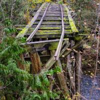 И если вы считаете что водопады видали и краше, то парк приятно удивит вас старыми мостами.