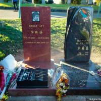 Могила Брюса и Брендона Ли на кладбище Lake View Cemetery (Seattle, WA)
