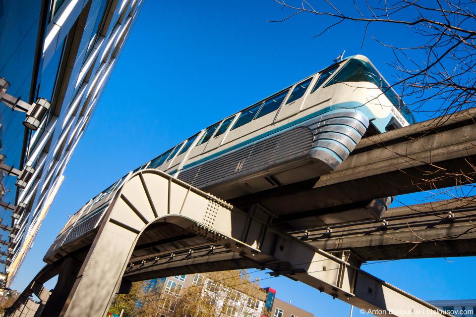 Поезд монорельса в Сиэтле