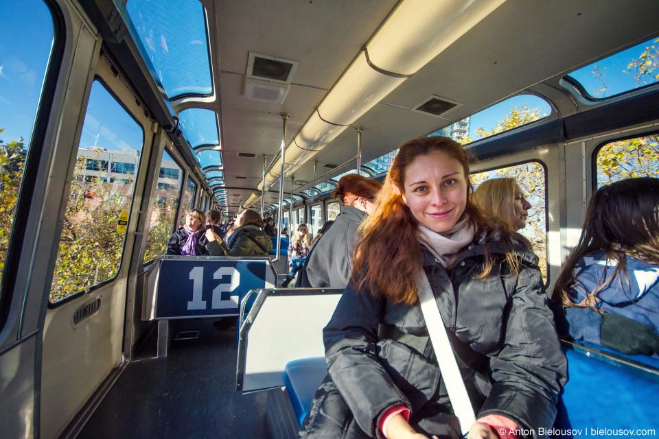 Интерьер поезда монорельса в Сиэтле