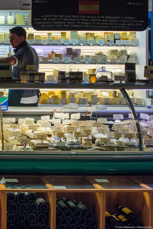 Ассортимент сыра и вина — Pike Place Market (Seattle, WA)