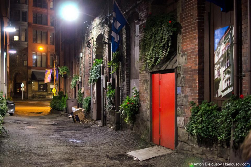 Seattle Underground Tour: red door