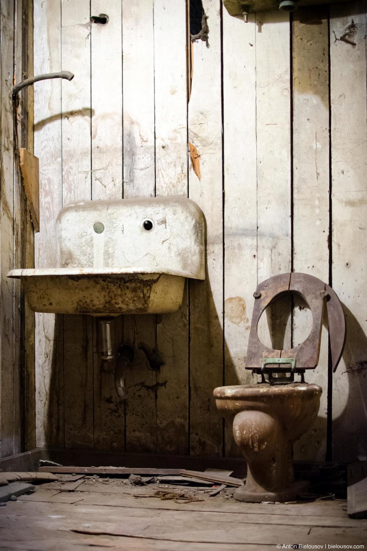 Seattle Underground Tour — toilet