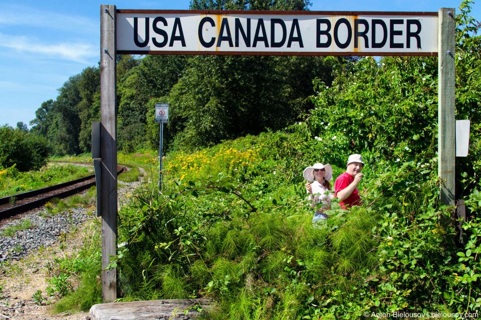 Usa Canada Border Sign