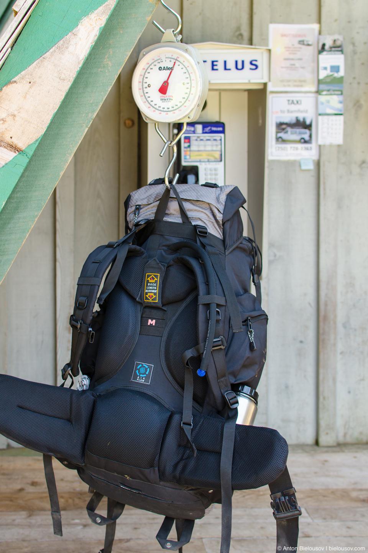 West Coast Trailhead: взвешивание рюкзаков