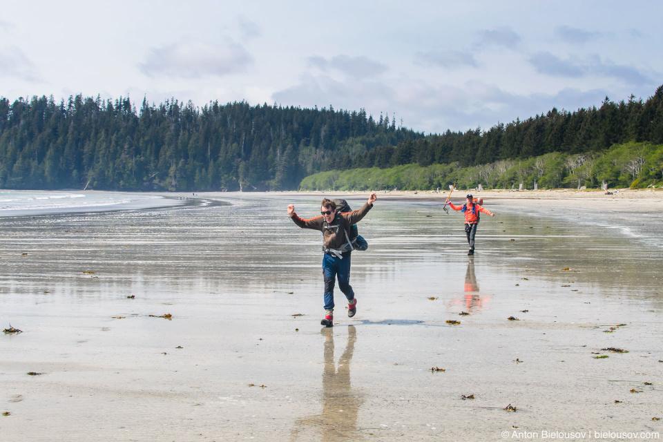 West Coast Trail начинается с пляжа Pacheena Beach