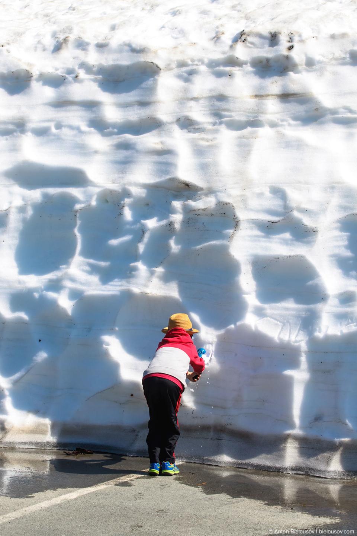 Стена снега на парковке Artist Point (Mount Baker, WA)