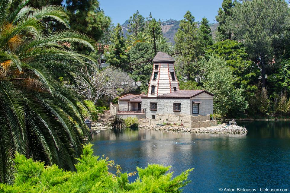 Мельница на озере Шрайн: Self-Realization Fellowship Lake Shrine (Santa Monica, CA)