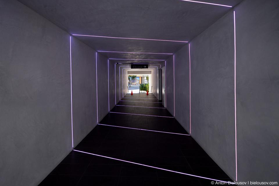 Туннель под торговым центром в Маленьком Токио (Little Tokyo, Los Angeles, CA)-tunnel-in-little-tokyo