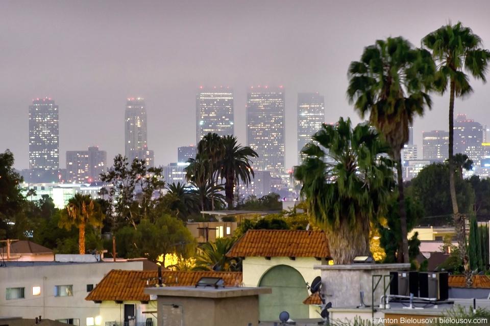 Ночная Санта-Моника с крыши в Голливуде