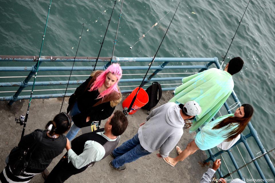 Рыбаки на пирсе в Санта-Монике