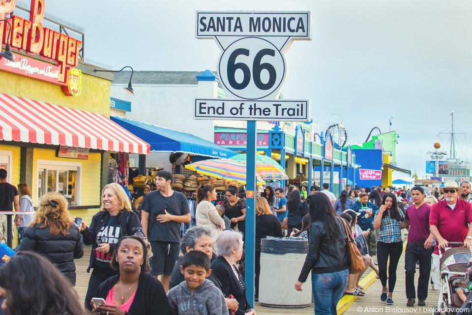 Начало трассы 66 на пирсе Санта-Моники