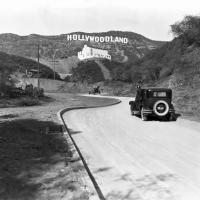 Поскольку новый район назывался Голливудлэнд, таковой была и надпись на знаке. В 1949 году коммерческая палата города решила убрали часть «LAND». Что интересно, многие жители Голливуда считают, этот факт городской легендой.