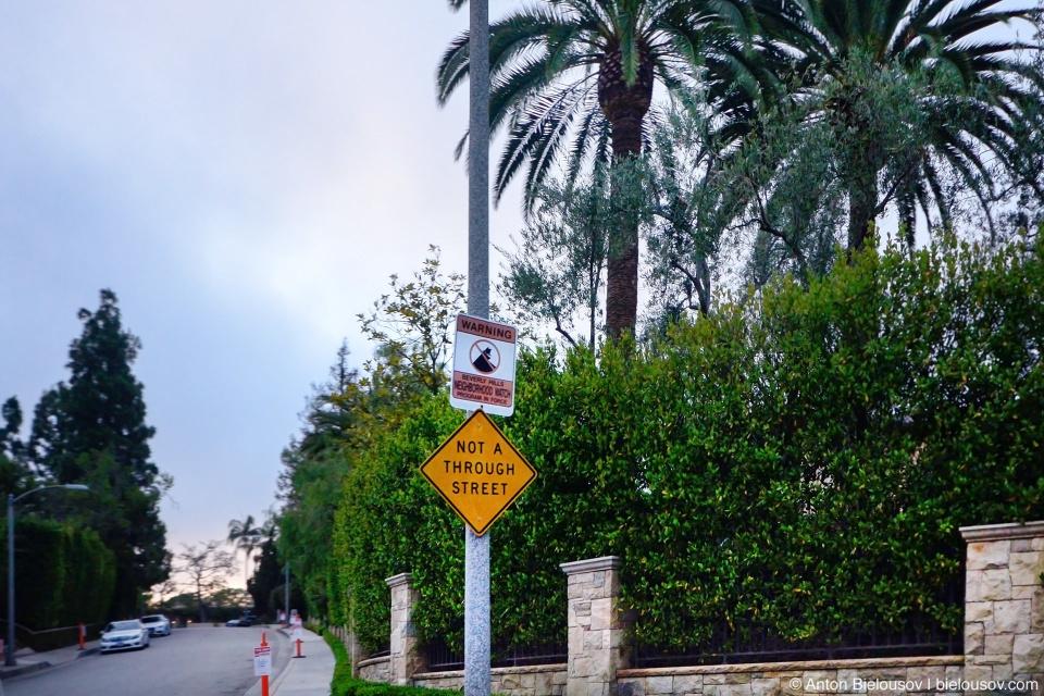 Neighbourhood watch sign Beverly Hills, CA
