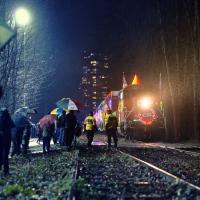 Праздничный поезд начинает свой путь в Монреале, обычно в 27—28 ноября и на своем пути делает порядка 150 остановок в различных общинах, проезжая через Квебек, Онтарио, Манитобу, Саскачеван и заканчивая здесь, в Британкой Колумбии в нашей деревне — Порт Коквитлам.  По пути поезд также заезжает и в 8 американских штатов.
