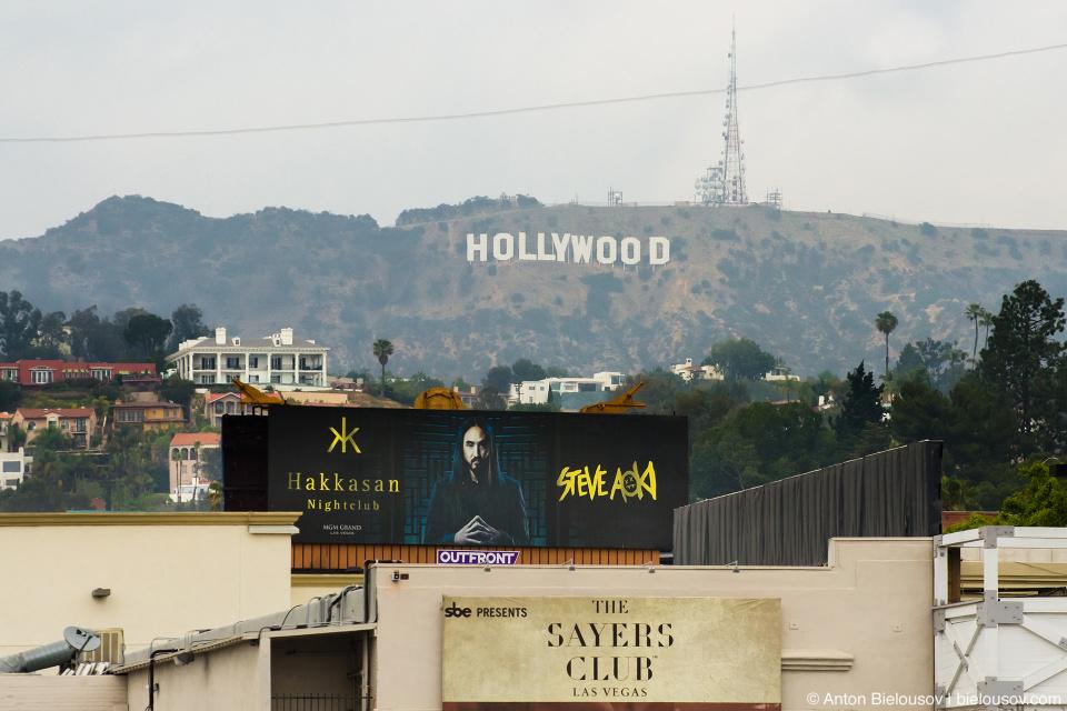 Знак «Голливуд» на горе как его видно с Аллеи Славы