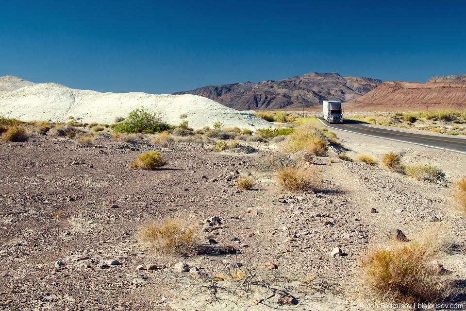 Грузовик в пустыне