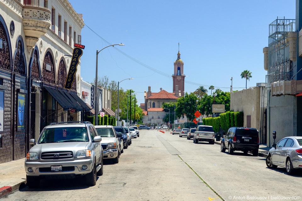 Вид с Голливудского бульвара