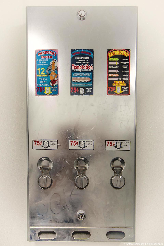 Автомат по продаже презервативов