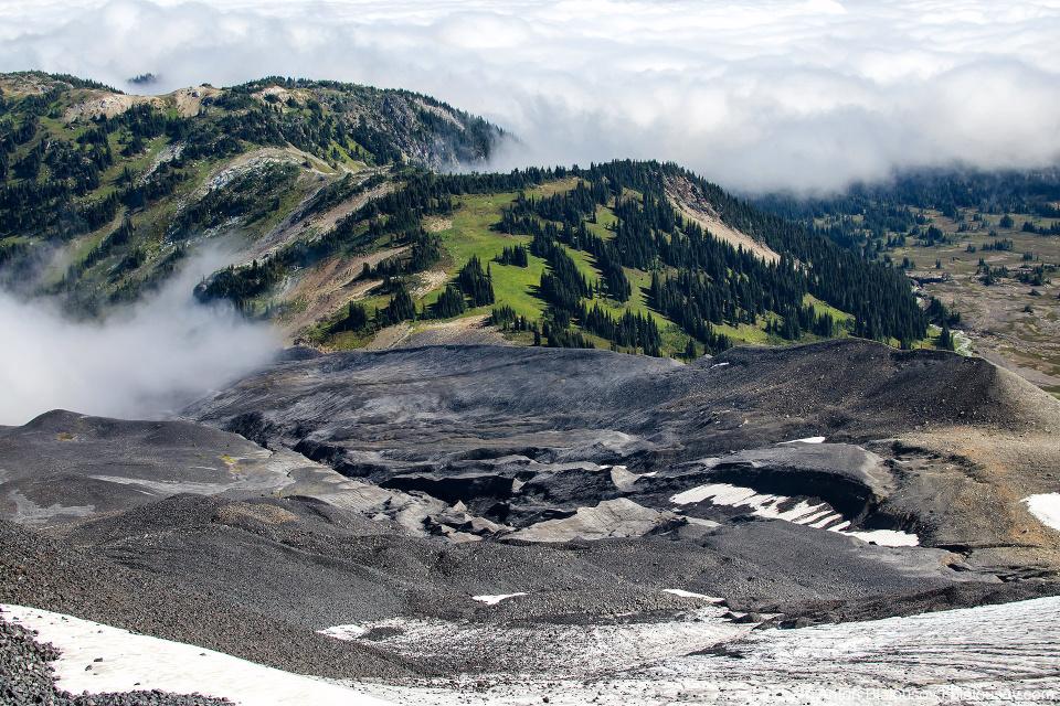 Потоки застывшей лавы на северном склоне Black Tusk