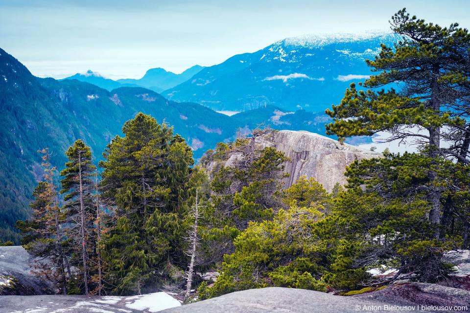 Вид на Первую вершину со Второй (Stawamus Chief)