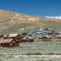 Как и большинство покинутых городов Северной Америки, Боди обязан своим существованием Золотой лихорадке. А необычен этот город-призрак тем, что расположен на высоте 2.5км.