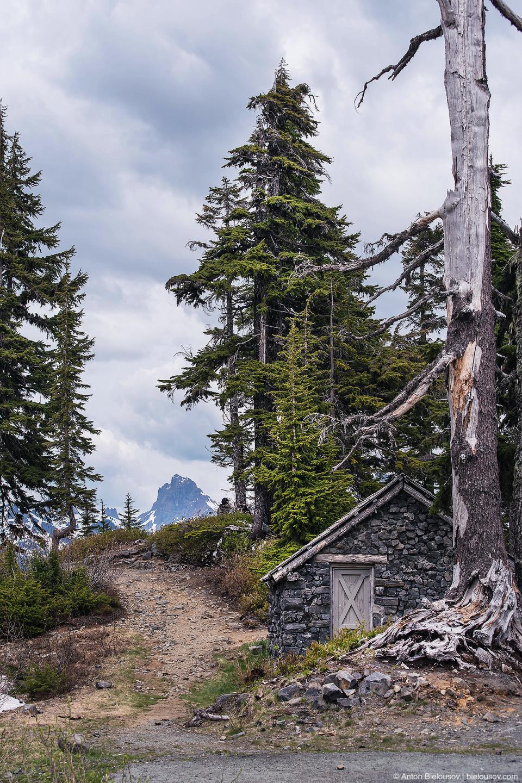 Базальтовый домик на горе Бейкер