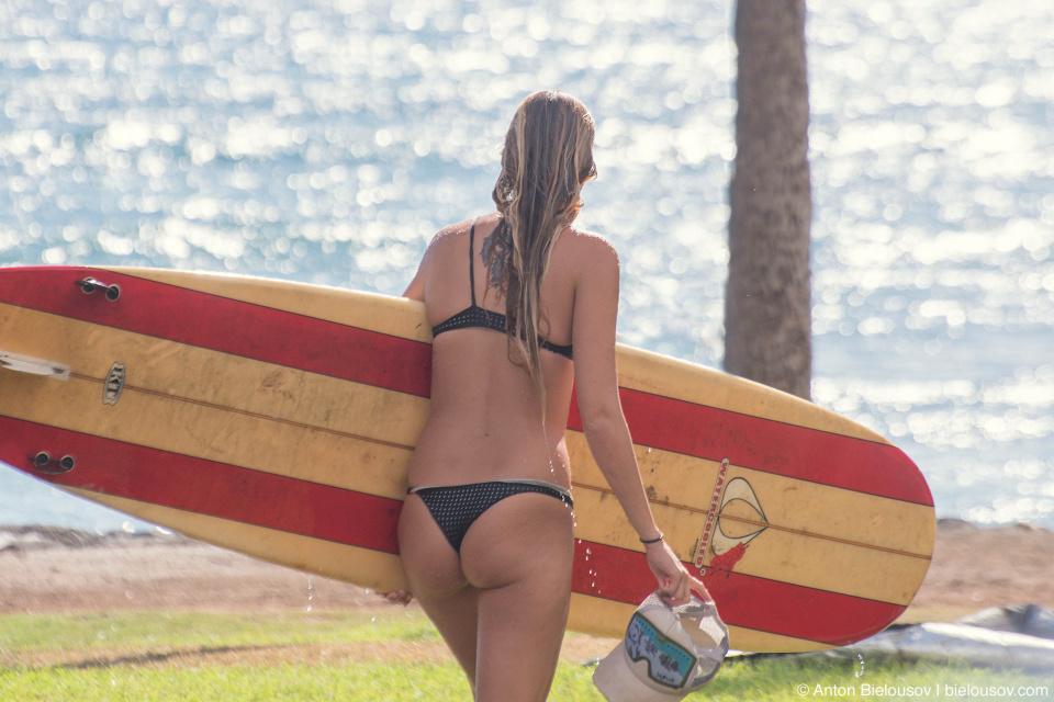 Surfer at Launiupoko Beach (Maui, HI)
