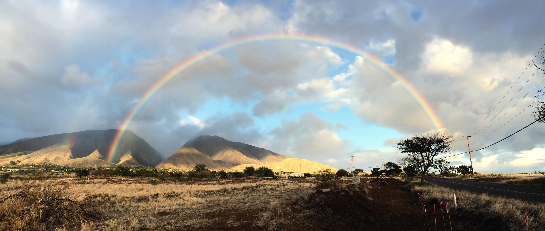 Rainbow at Southern hills of Pu'u Kukui (Maui, HI)