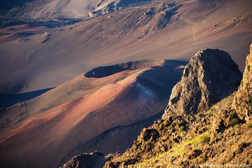 Сопки в кратере Халеакалы на рассвете (Maui, HI)