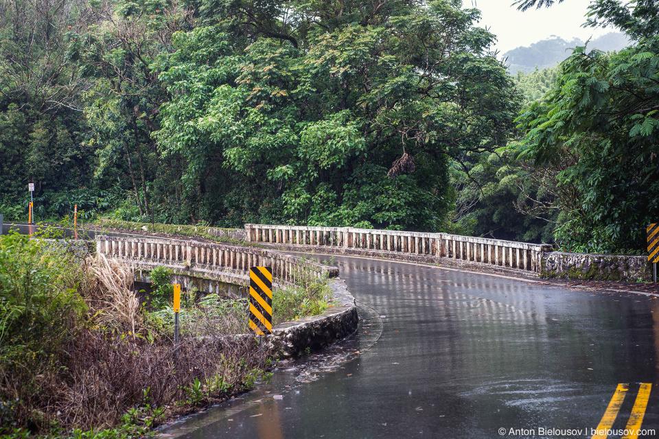 Узкий мост на дороге в Хану (Road to Hana, Maui, HI)