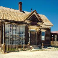 Дом Джеймса Стюарта Кейна, сделавшего состояние в Боди: сначала он поставлял сюда так необходимую здесь древесину, потом арендовал часть прииска у Стандард Компани и за 90 дней вынес оттудв золота на $90,000. Стандард Компани отказалась продлевать ему аренду прииска.