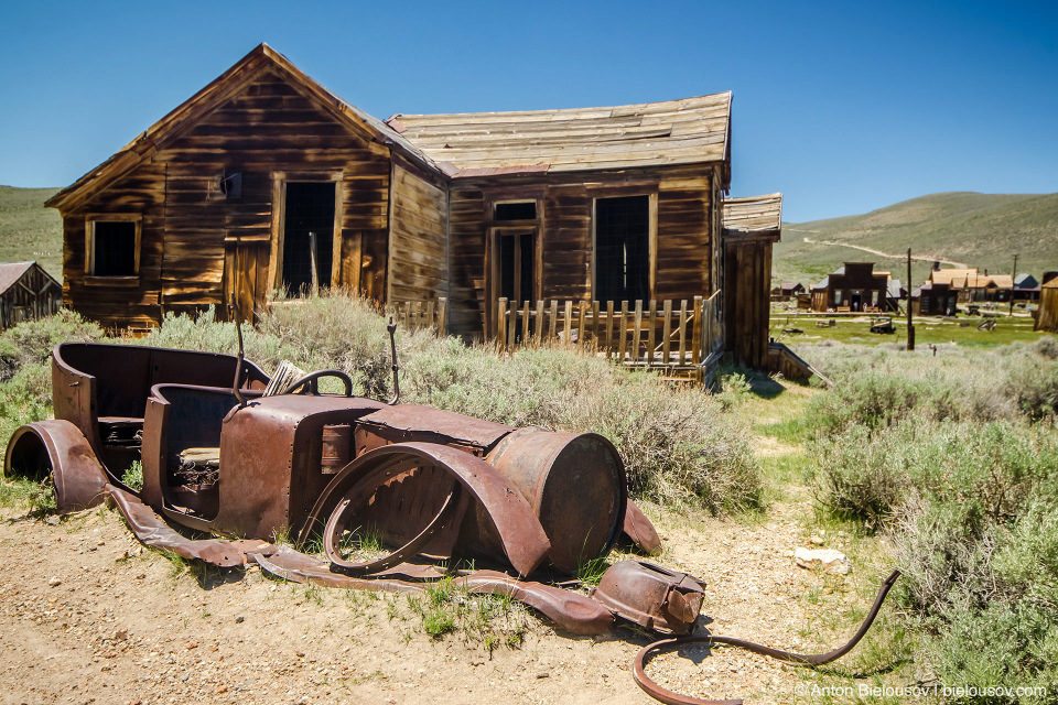 Old car in Bodie, CA