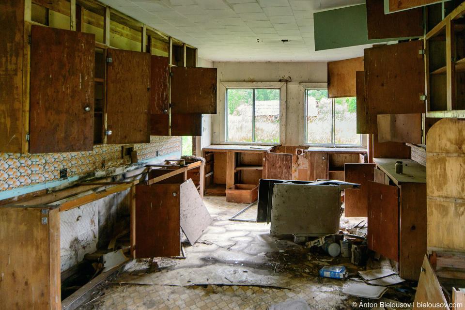 Кухня заброшенного фермерского дома