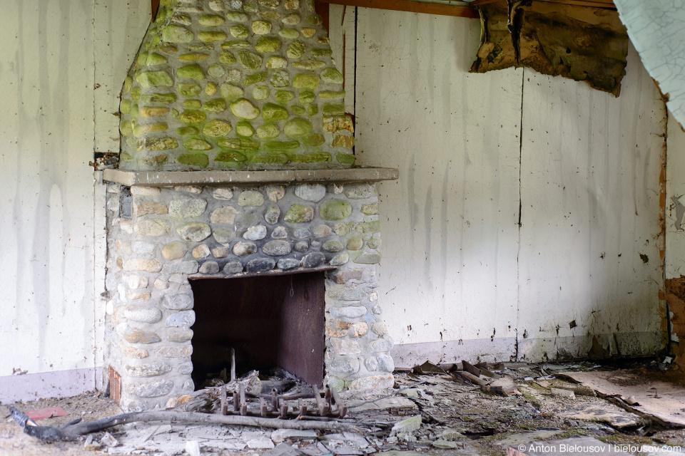 Гостиная заброшенного фермерского дома