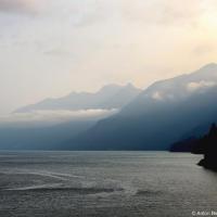 Как любое путешествие на остров Ванкувер, это начинается с парома: утренние рейсы — особенно хороши, в одной только очереди за кофе можно не заметить как пролетят полтора часа переправы.