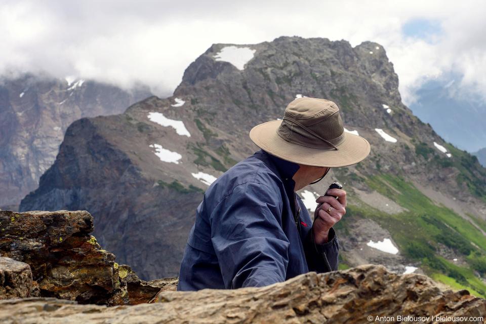 Сеанс радиосвязи на пике Cheam Peak