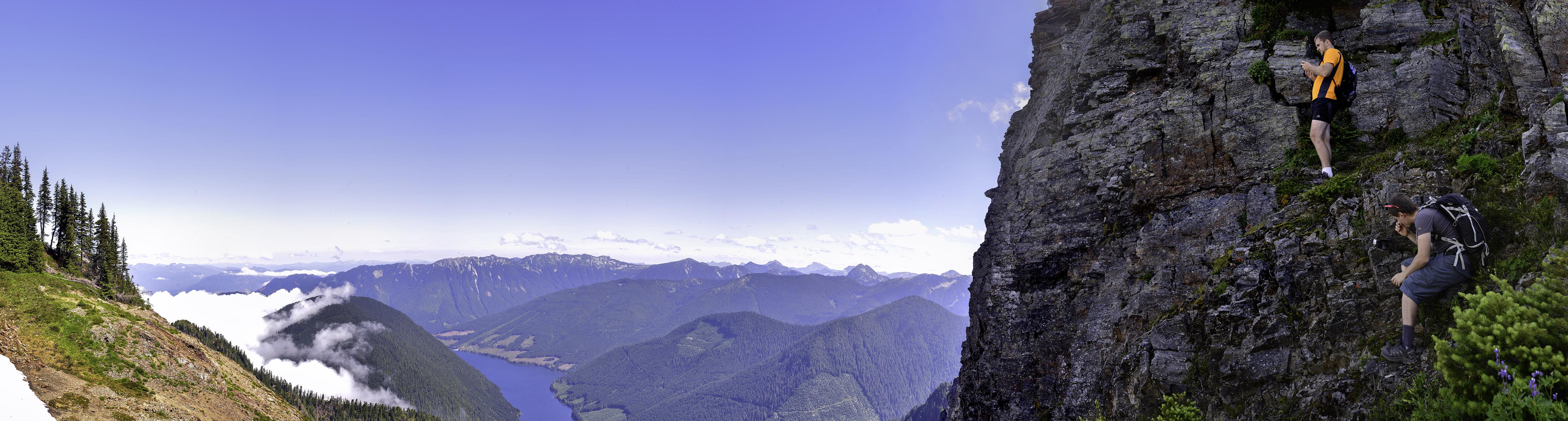Панорамный вид с плато на Cheam Mountain