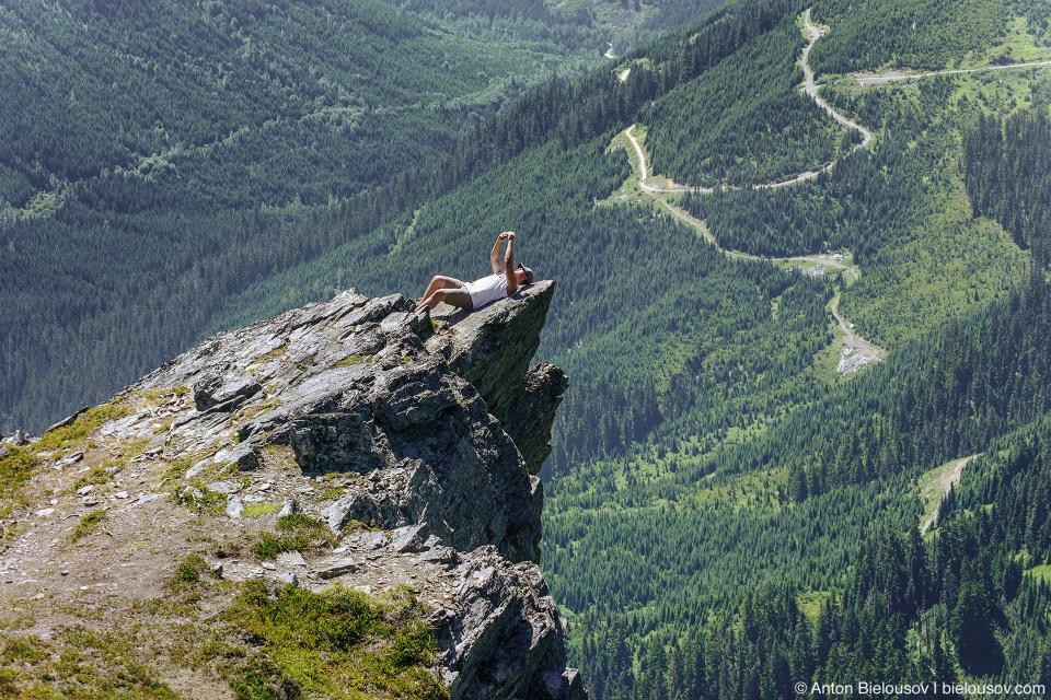 Селфи на тропе на Cheam Peak