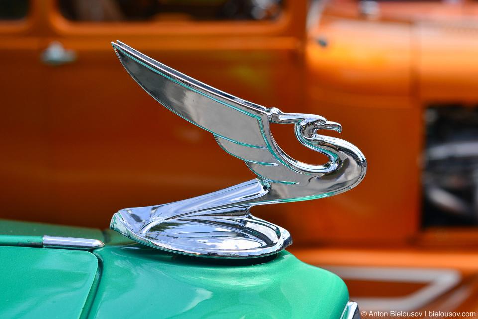 2016 Port Coquitlam Car Show - Retro Car Emblem