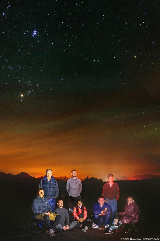 Групповое фото под звездным небом