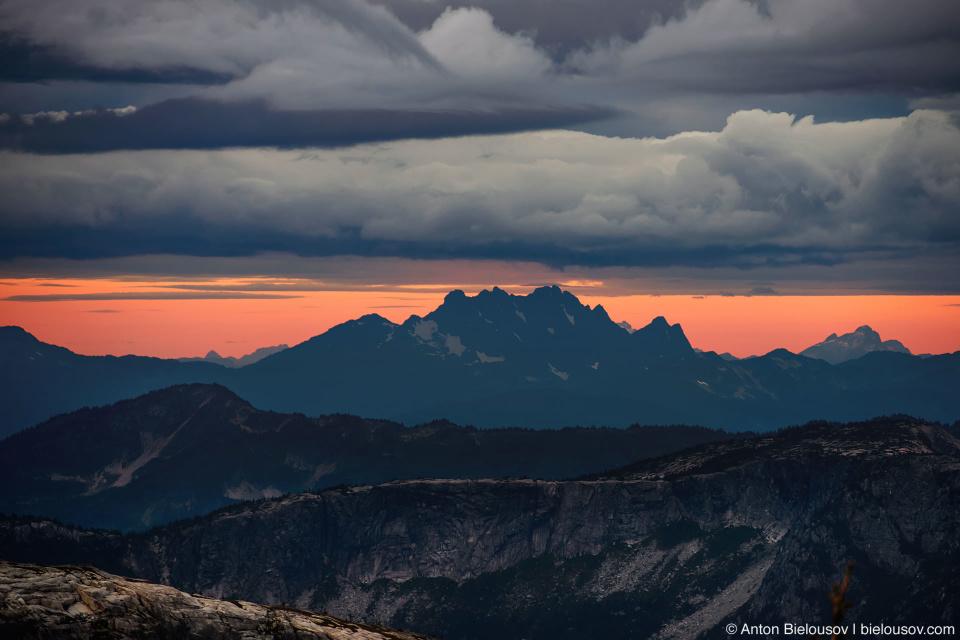 Утро на вершине горы