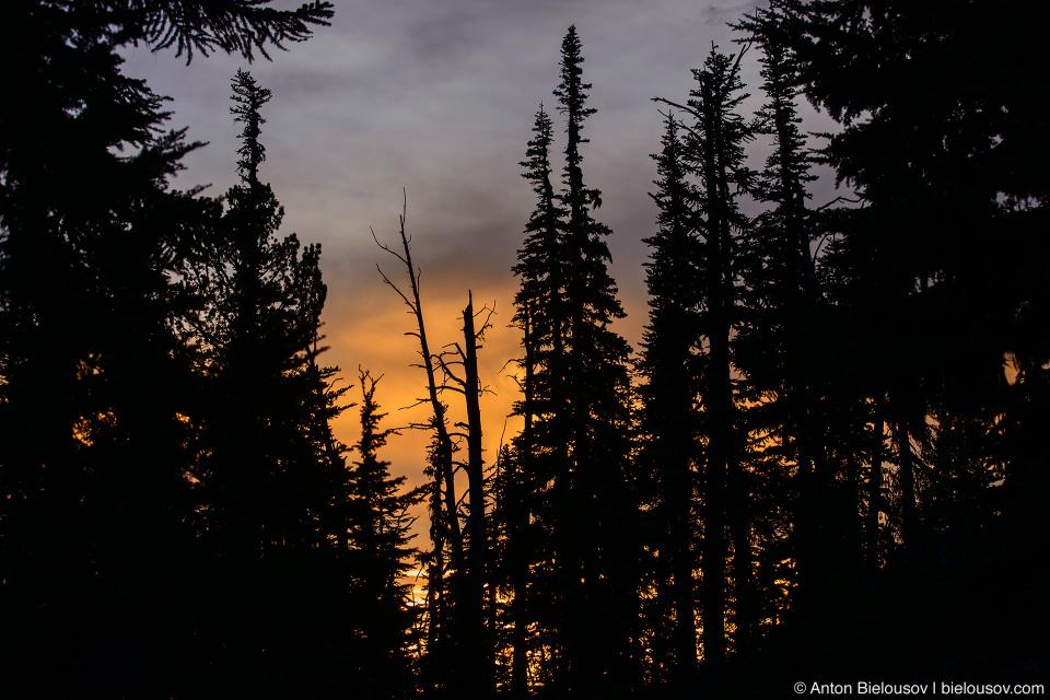 Закат в горах (Канада)